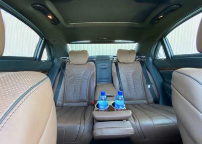 Intérieur de la Mercedes Class-S à l'arrière