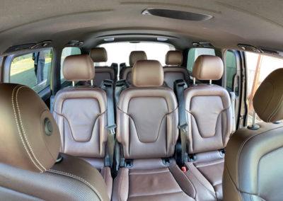Intérieur de la Mercedes Class-V à l'arrière